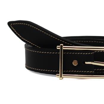 gros plan ceinture noir cuir mademoiselle