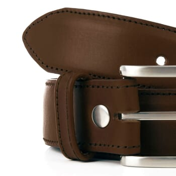 gros plan ceinture classique cuir marron jules & jenn