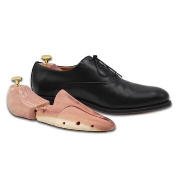 embauchoirs en cedre vue chaussure