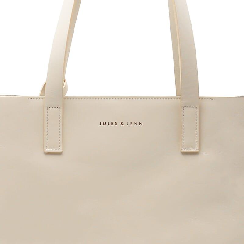 gros plan sur le sac cabas cuir beige JULES & JENN