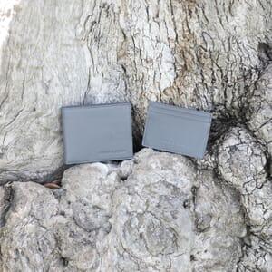 vue posee porte-cartes cuir gris