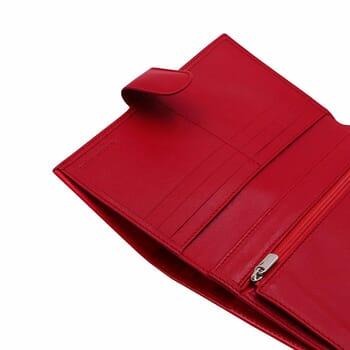 gros plan porte chequier cuir rouge