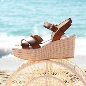 vue portee sandales compensees cuir camel jules & jenn