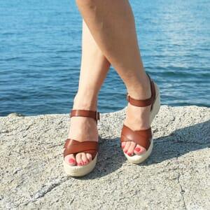 vue posee sandales compensees cuir camel jules & jenn
