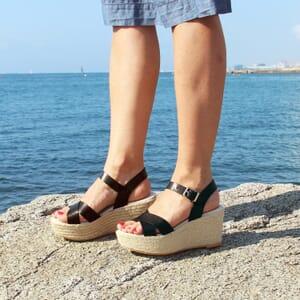 vue portee sandales compensees cuir noir jules & jenn