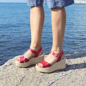 vue posee sandales compensees cuir rouge jules & jenn