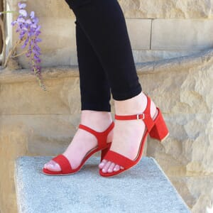 vue portee sandales talon cuir daim rouge femme Jules & Jenn