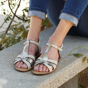vue portee sandales croisees cuir beige jules & jenn