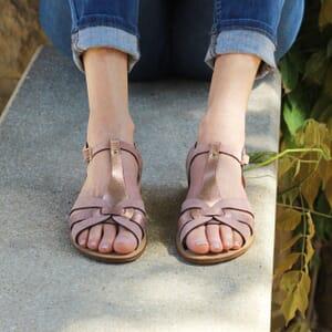 vue portee sandales plates croisees cuir daim rose jules & jenn