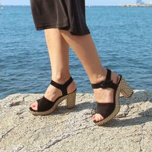vue portee sandales compensees cuir daim noir jules & jenn