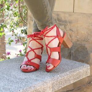 vue extérieur portée sandales hautes lacees cuir corail jules & jenn