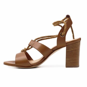 vue interieure sandales hautes lacees cuir camel jules & jenn