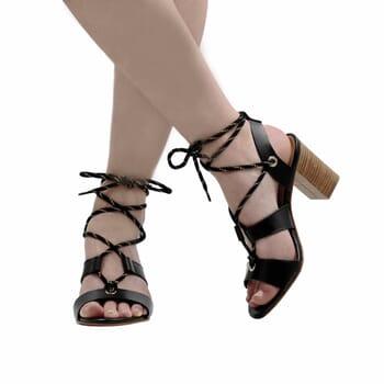vue portee sandales hautes lacees cuir noir jules & jenn