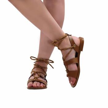 vue portee interieure sandales plates lacees cuir camel jules & jenn