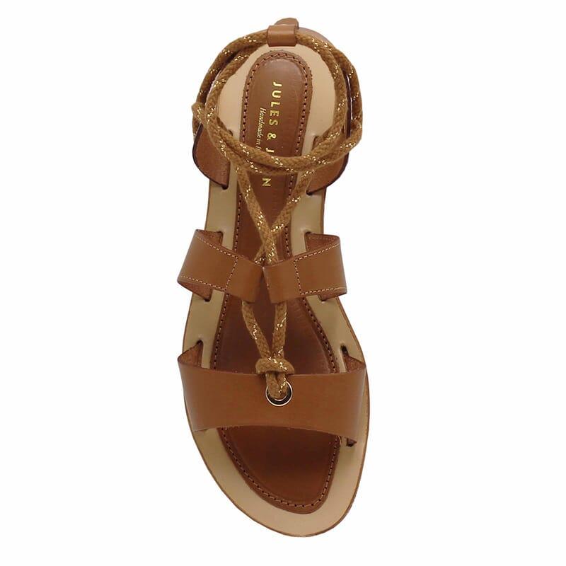 vue dessus sandales plates lacees cuir camel jules & jenn