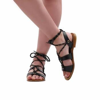 vue portee interieure sandales plates lacees cuir noir jules & jenn