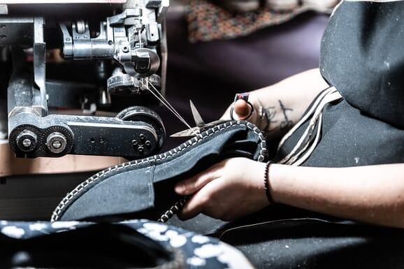 L'atelier de fabrication d'espadrilles, France (Mauléon)
