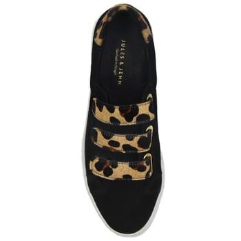 vue dessus baskets a scratch cuir daim noir et leopard jules & jenn