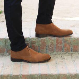 vue portee desert boots cuir daim cognac jules & jenn