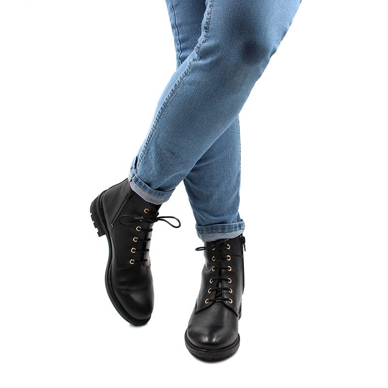 vue portee interieur bottines plates a lacets cuir noir jules & jenn