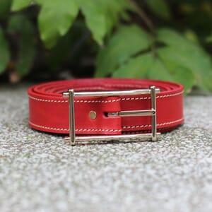 vue posee ceinture mademoiselle cuir rouge jules & jenn