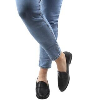vue portee interieur mocassins modernes femme cuir noir jules & jenn