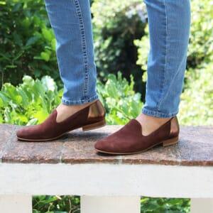 vue portee slippers classiques cuir daim marron et marron metallise jules & jenn
