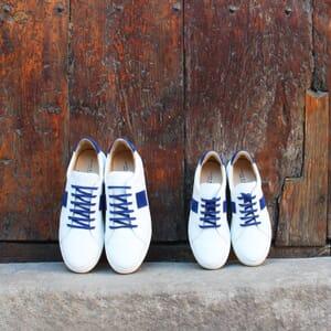 vue posee baskets a lacet cuir blanc & bleu jules & jenn