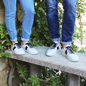 vue portee baskets a lacet cuir blanc & noir jules & jenn