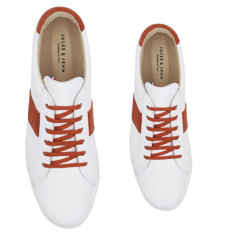 vue dessus baskets a lacet cuir blanc & orange jules & jenn