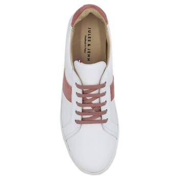 vue dessus baskets a lacet cuir blanc & rose jules & jenn