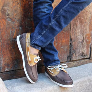 vue portee chaussure bateau cuir beige marron jules & jenn