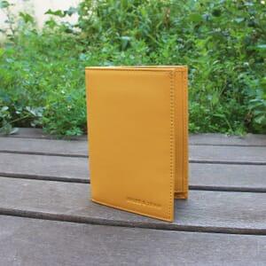 vue posee portefeuille classique cuir jaune jules & jenn