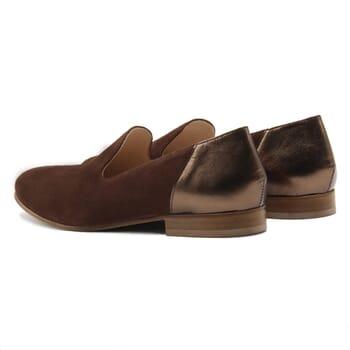 vue arriere slippers classiques cuir daim marron et marron metallise jules & jenn