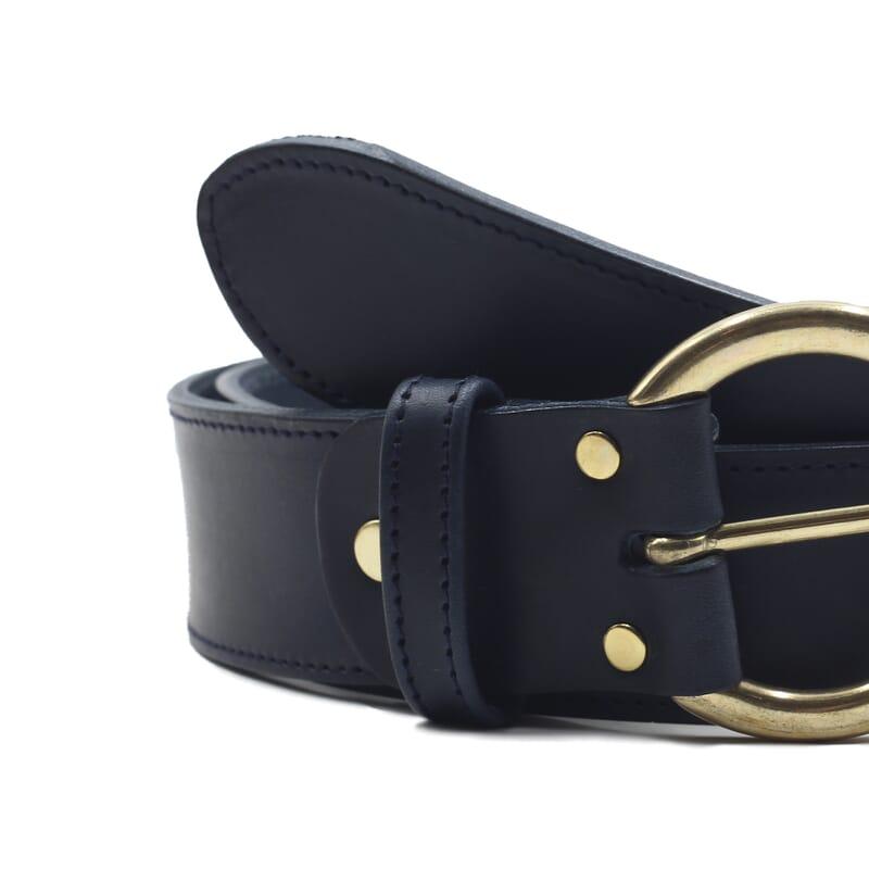 gros plan ceinture boheme cuir bleu jules & jenn
