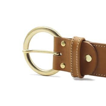 gros plan boucle ceinture boheme cuir camel jules & jenn