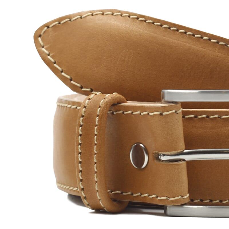 gros plan ceinture classique cuir camel jules et jenn