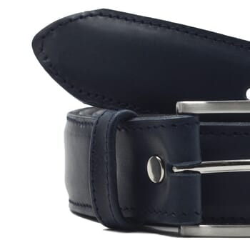 gros plan ceinture classique cuir bleu jules et jenn
