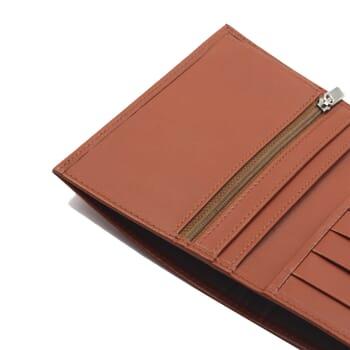 gros plan portefeuille classique cuir brique