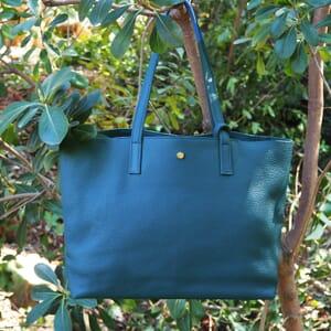 vue extérieure sac cabas cuir souple grainé bleu denim JULES & JENN