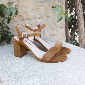 vue posee sandales à talon cuir daim camel jules & jenn