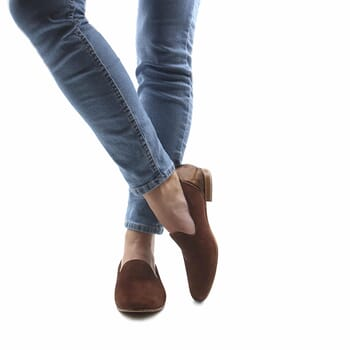 vue portee slippers classiques cuir daim marron metallise jules & jenn