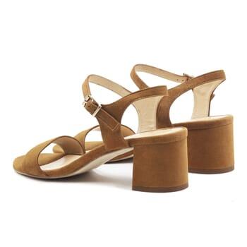 vue arriere sandales moyen talon cuir daim camel jules & jenn