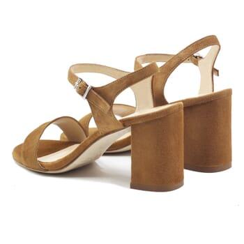 vue arriere sandales à talon cuir daim camel jules & jenn