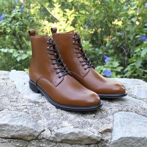 vue posée boots lacets cuir camel jules jenn