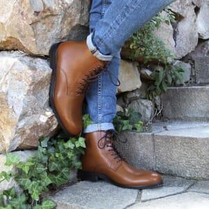 vue portée boots lacets cuir camel jules jenn