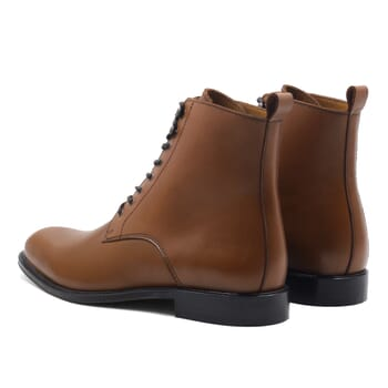vue arrière boots à lacets cuir cognac jules & jenn