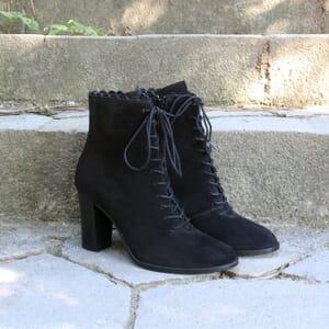 vue posée bottines talon a lacets cuir daim noir jules & jenn