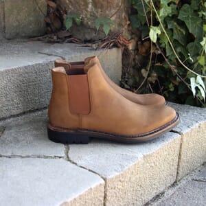 vue posée chelsea boots basse cuir nubuck cognac jules & jenn