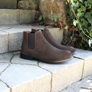 vue posée chelsea boots basse cuir nubuck marron jules & jenn